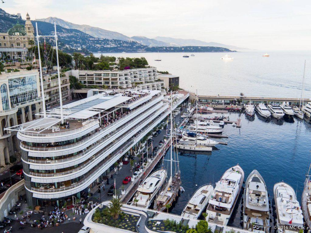 Vue aérienne du Yacht Club de Monaco